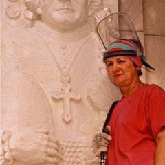 Rhyl Hinwood with sculpture ofGregor Mendel.