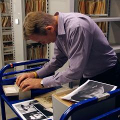 An image of UQ Archivist Bruce Ibsen sorting through World War 1 records
