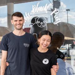 An image of UQ graduates Josh and Louise Daly